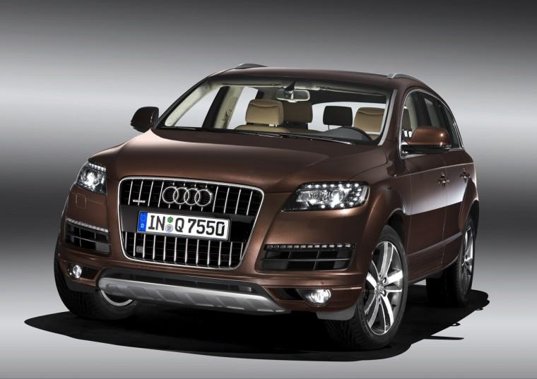 Front View Brown 2010 Audi Q7 Car Picture