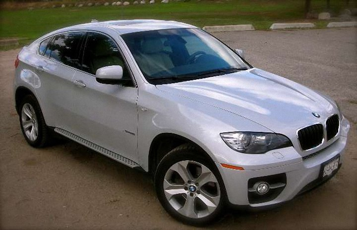 Front Right 2009 BMW X6 X-Drive Car Picture
