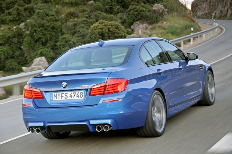 Rear Right 2012 BMW M5 Car Picture