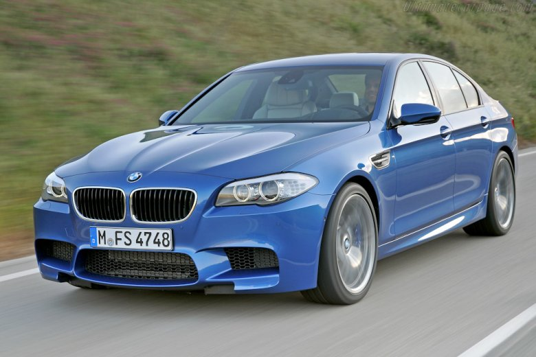 Front Left 2012 BMW M5 Car Picture