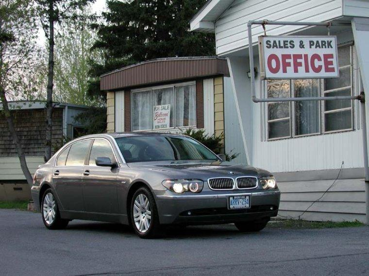 Front Right 2004 BMW 745Li Car Picture