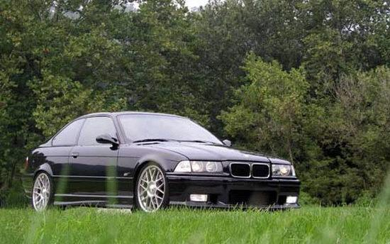Presents a front right view 1995 BMW M3 Car Picture