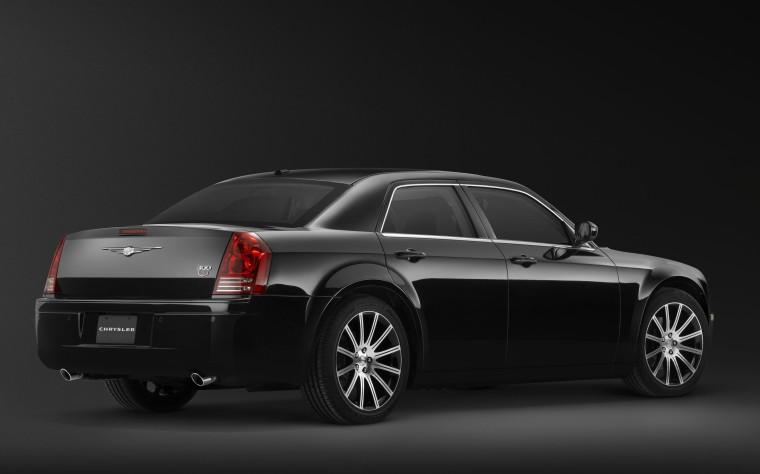Rear Right Black 2010 Chrysler 300S Car Picture
