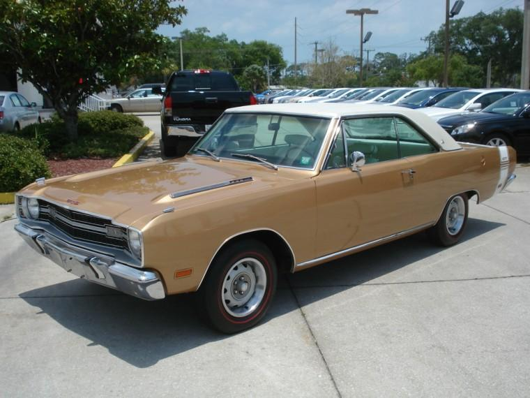 Front left two-tone 1969 Dodge Dart Car Picture
