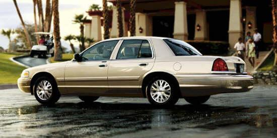 2004 Ford Crown Victoria Car Picture