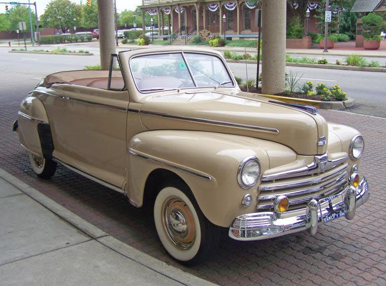 Front Right 1947 Ford Super Deluxe Car Picture