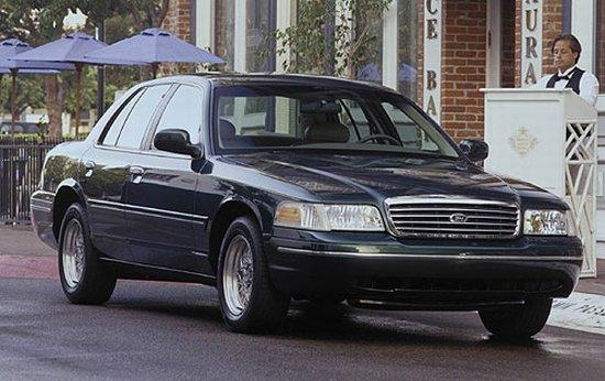 2002 Ford Crown Victoria Car Picture
