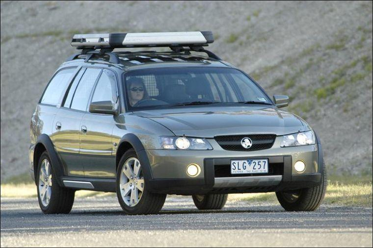 Front Right 2003 Holden Adventra Car Picture