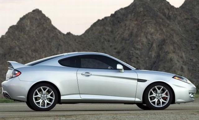 Right Side 2010 Hyundai Tiburon Car Picture