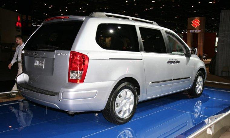 2007 Hyundai Entourage Car Picture