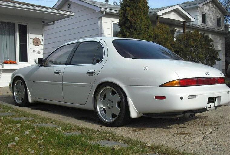 Rear Left 1992 Infiniti J30 Car Picture