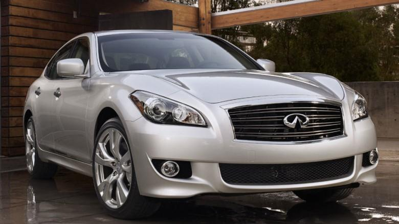 Front Right Silver 2011 Infiniti M Car Picture