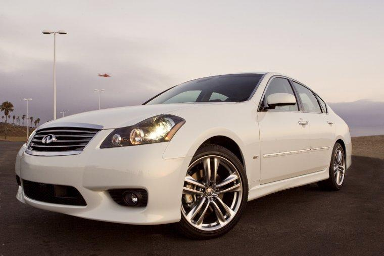 Front left White 2008 Infiniti M Car Picture