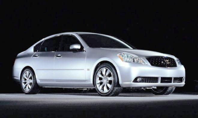 Front Right Silver Infiniti M Car Picture