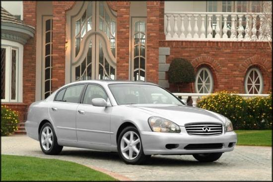 Front right silver Infiniti Q35 car picture