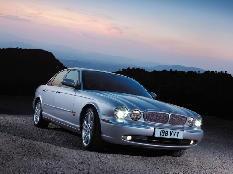 2004 Jaguar XJR Car Picture