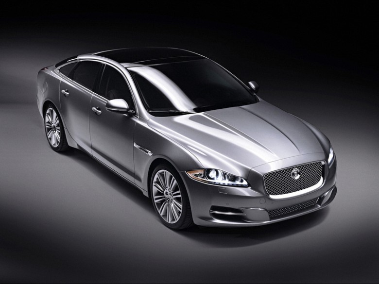 Jaguar Xjl Supersport. Front Right 2010 Jaguar XJ