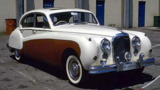 Front Right Jaguar MK VIII Car Picture