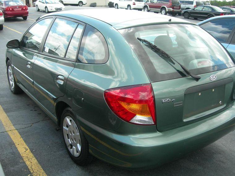 2002 Kia Rio Cinco Car Picture
