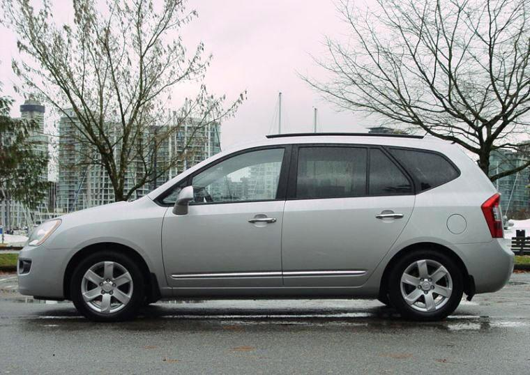Left Side 2007 Kia Rondo Car Picture
