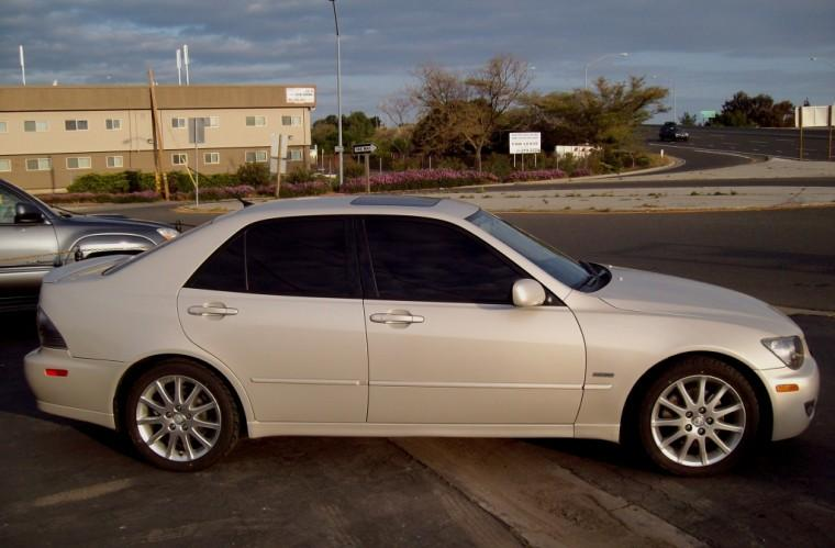 Right Side 2004 Lexus IS 300 Sport Car Picture