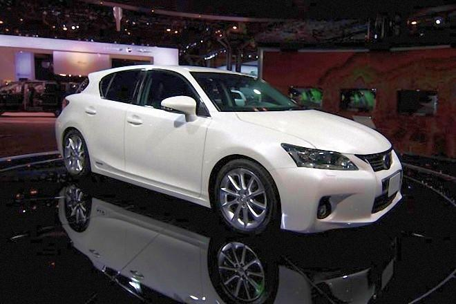Front Right White 2011 Lexus CT 200h Car Picture