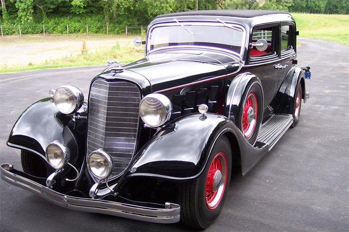 1934 Lincoln Town Car Picture