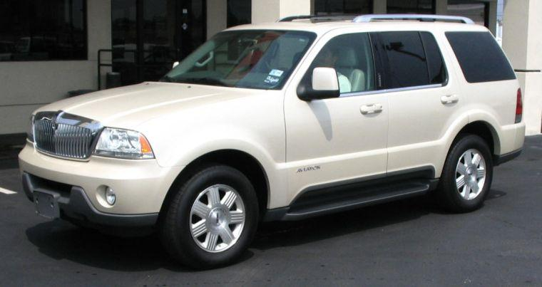 Front left White 2005 Lincoln Aviator SUV Picture