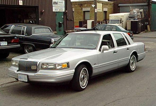 1995 Lincoln Town Car Picture