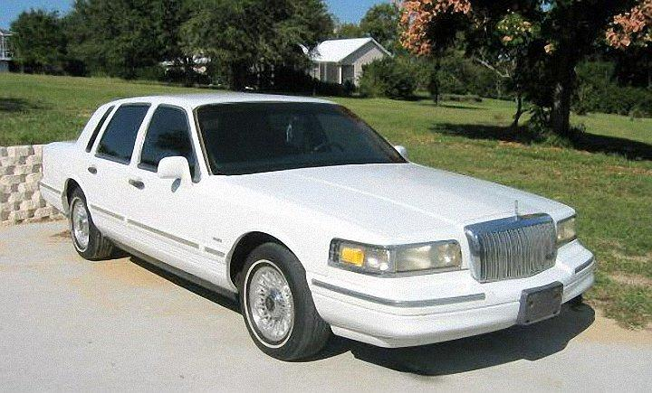 1995 Lincoln Continental Town Car Picture
