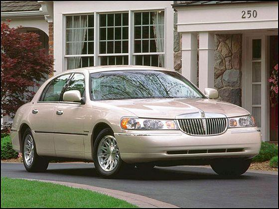 2002 Lincoln Town Car Picture