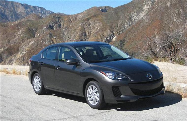Front Right 2012 Mazda Mazda3 Car Picture