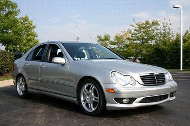 Front Right Silver 2002 Mercedes-Benz C32 AMG Car Picture