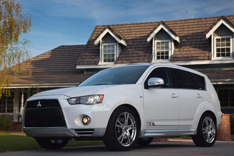 Front Left 2010 Mitsubishi Outlander GT SUV Picture