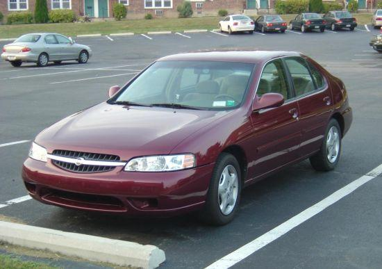Front left Maroon 2000 Nissan Altima Car Picture