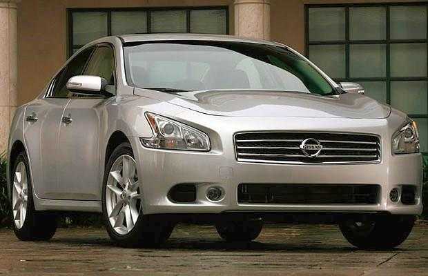 Front Right Silver 2009 Nissan Maxima Car Picture