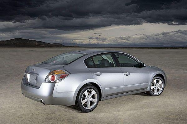 Rear Right Silver 2007 Nissan Altima Car Picture