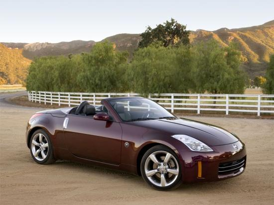 Front Right Burgandy Nissan 350 Roadster Car Picture