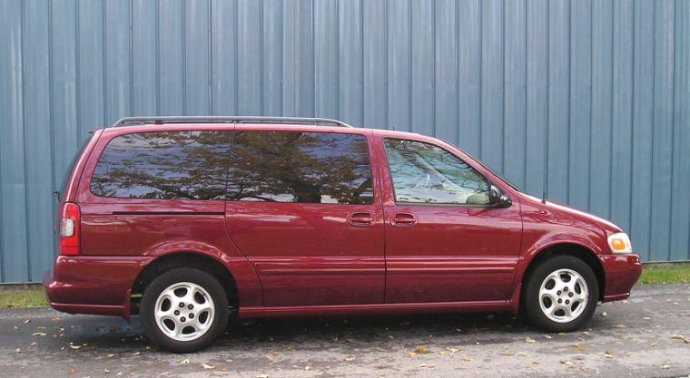 2003 Oldsmobile Silhouette Van Picture
