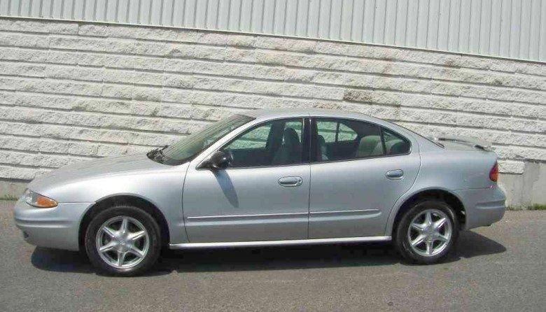 Left Side Silver 2004 Oldsmobile Alero Car Picture