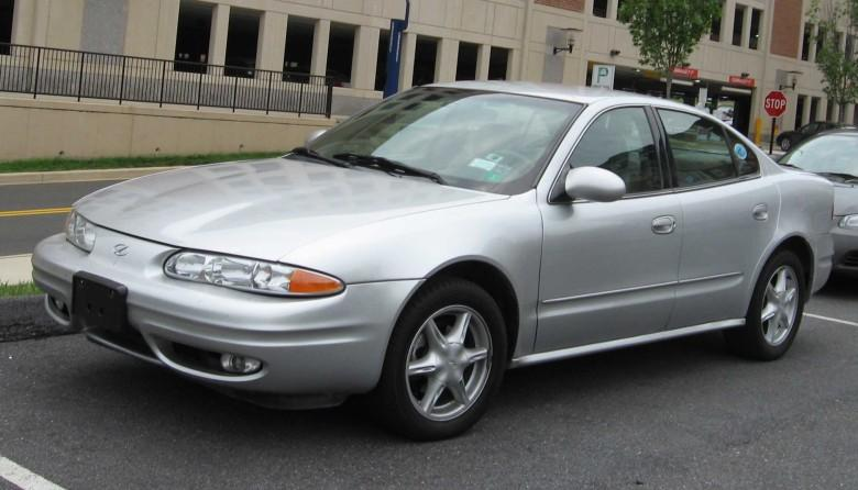 Front Left Silver 2004 Oldsmobile Alero Car Picture