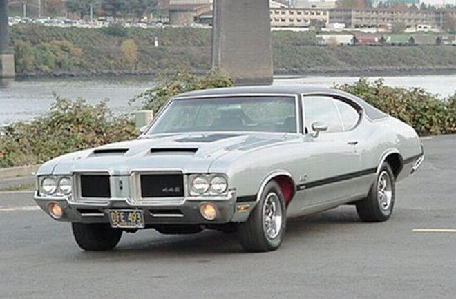 Front left 1971 Oldsmobile 442 W-30 Holiday Coupe Car Picture