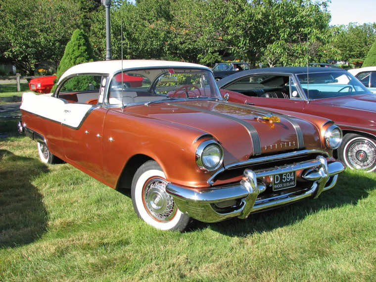 Front Right 1955 Pontiac Star Chief Car Picture