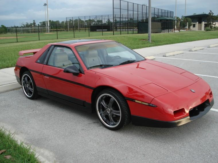 Top Right View 1986 Pontiac Fiero Car Photo