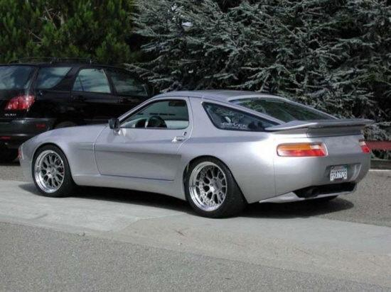 Rear left silver 1987 Porsche 928 Car Picture