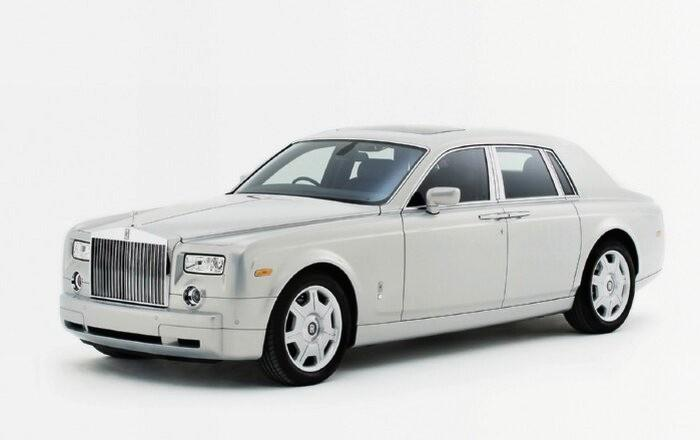 Front Left White  2007 Rolls-Royce Phantom Car Picture