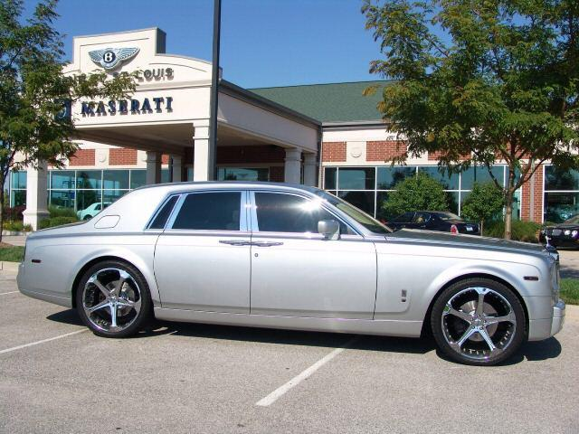 Right Side Silver 2005 Rolls-Royce Phantom Car Picture
