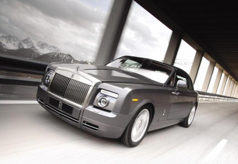Front left 2009 Rolls-Royce Phantom Car Picture