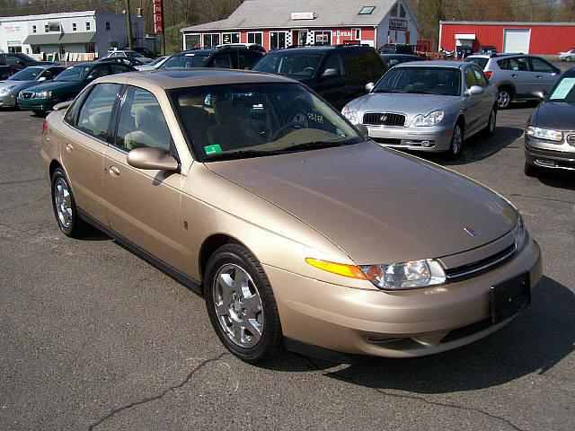 2002 Saturn L-200 Front Right Car Picture