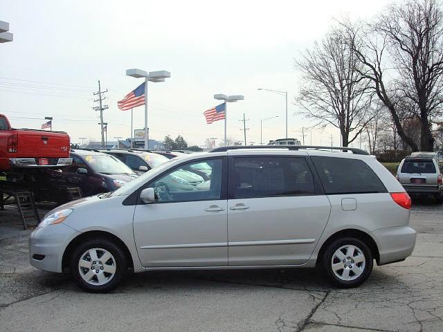 2008 Toyota Sienna left Side Car PIcture